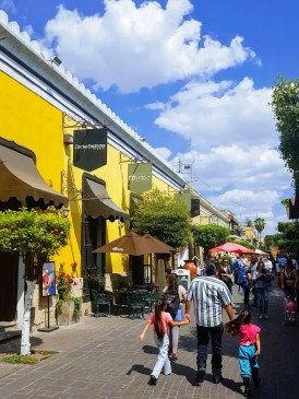 Shopping street in Tlaquepaque